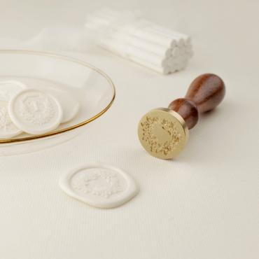 Sello de lacre Corona Silvestre. Su diseño aporta a la papelería un aire romántico y bucólico.
