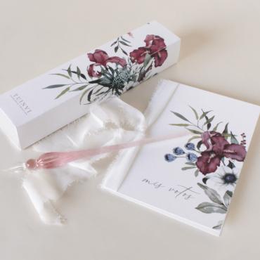 Tarjeta de votos matrimoniales de la colección Lombardía y pluma de cristal.