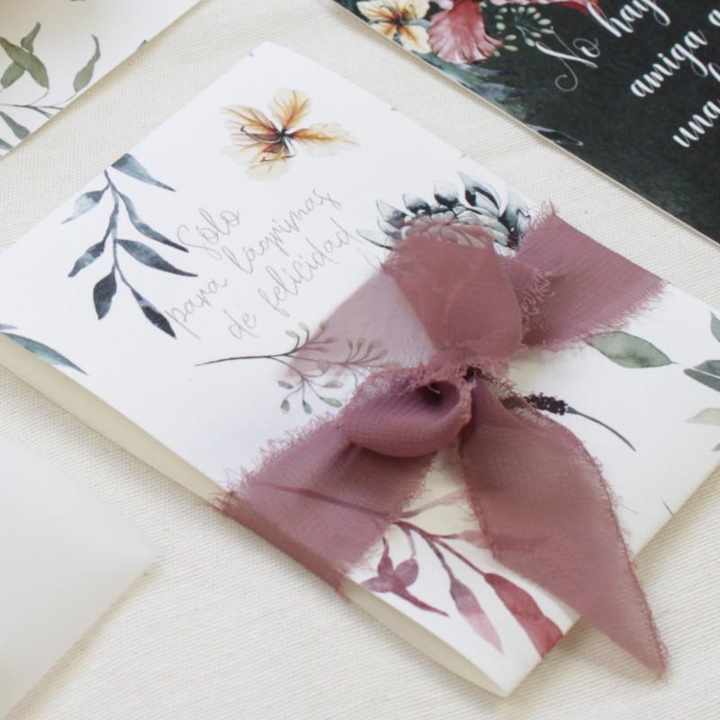 paquete de pañuelos para lágrimas de felicidad. Detalle para bodas silvestres. elaborado con papel texturizado 90gr
