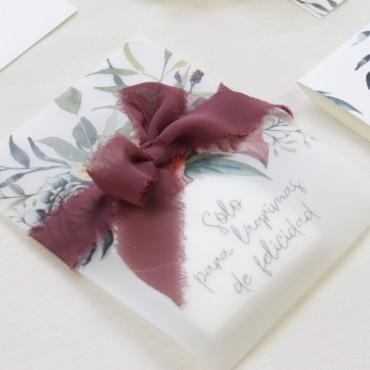 paquete de pañuelos para lágrimas de felicidad. Detalle para bodas silvestres. elaborado con papel vegetal