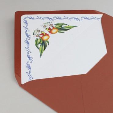 Sobre forrado para invitaciones. Sobre forrado con estampado floral. Sobre forrado color teja. Sobre naranja. Mod Valencia