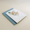 Invitación de boda sobre azul. Invitación con flores de acuerala. Alej. II
