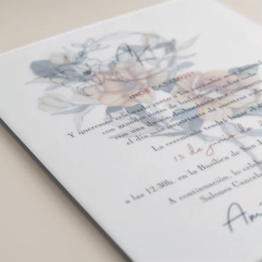 detalle Veladura de papel vegetal para invitación de boda con logotipo floral a una tinta. Alejandría II