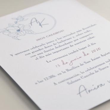 Invitación de boda con logotipo floral a una tinta. Modelo Alejandría III