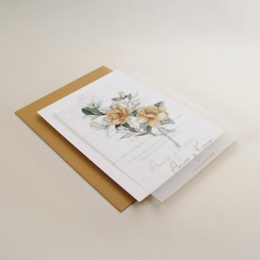 Invitación de boda con flores de acuarela. Invitacion con papel vegetal. Sobre de invitación ocre. Mod Alej V