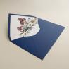 Sobre de invitación azul klein. Sobre forrrado con composición floral para bodas azul klein. Mod Lom
