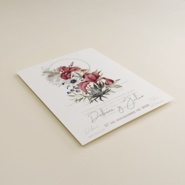 Invitacion de boda con papel vegetal. Invitacion original con flores de acuarela. Boda azul klein. Mod Lom II