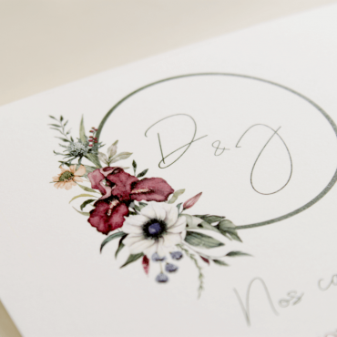 detalle logotipo de flores de acuarela. invitacion de boda original. Modelo Lombardía I