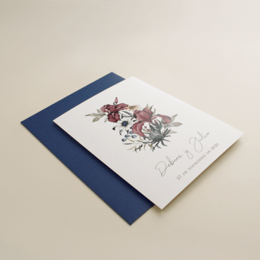 invitacion de boda original. Invitación azul klein. invitacion con flores de acuarela. sobre azul klein. Mod Lom I