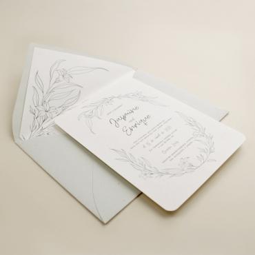 invitacion de boda Damasco. Diseño a una tinta. invitacion con sobre forrado gris
