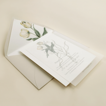 Invitación de papel vegetal con sobre forrado hueso. Colección Ámsterdam
