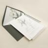 Invitación de papel vegetal con sobre forrado verde olivo. Colección Ámsterdam