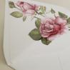detalle sobre forrado blanco con flores de acuarela rosas. sobre de invitación Estambull